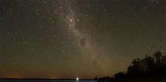 Дивовижне біолюмінісцентне озеро в Австралії (5)
