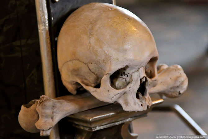 Каплиця з людських скелетів (8)