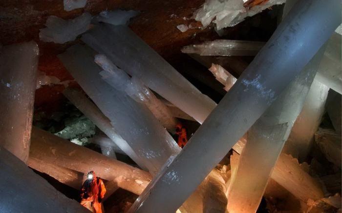 Знайдена печера з величезними кристалами (18)