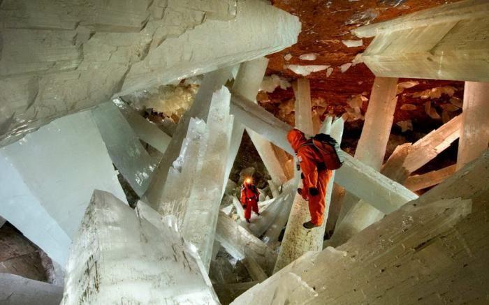 Знайдена печера з величезними кристалами (17)