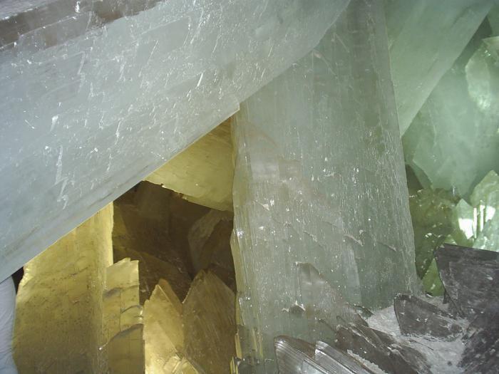 Знайдена печера з величезними кристалами (16)