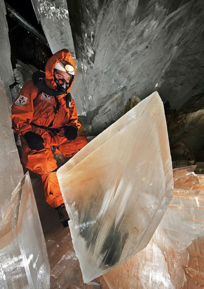 Знайдена печера з величезними кристалами (15)