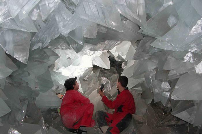 Знайдена печера з величезними кристалами (14)