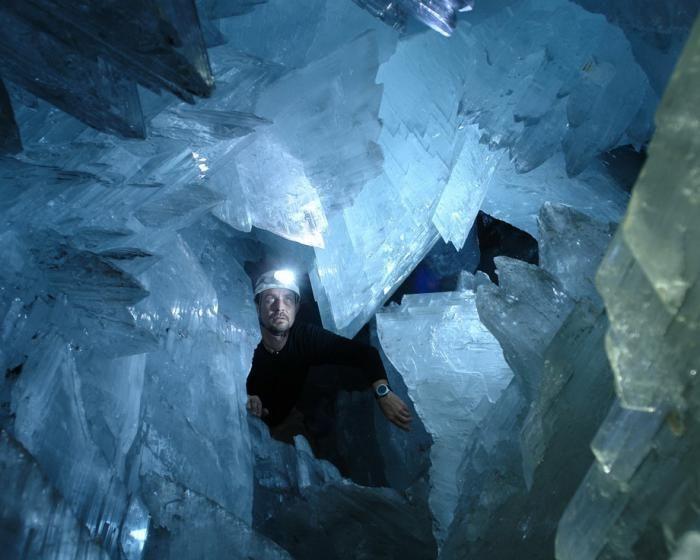 Знайдена печера з величезними кристалами (9)