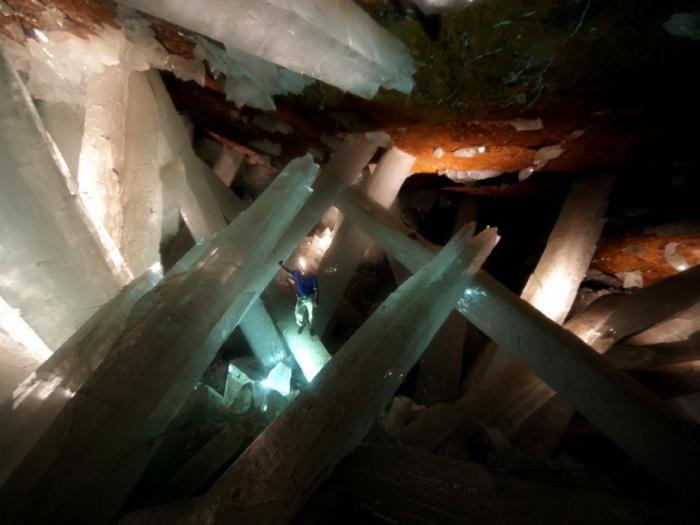 Знайдена печера з величезними кристалами (8)