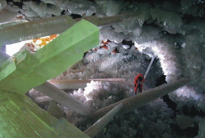 Знайдена печера з величезними кристалами (7)