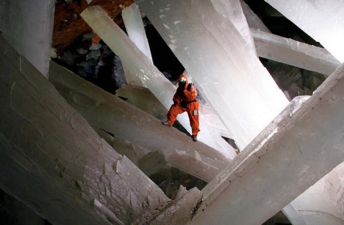 Знайдена печера з величезними кристалами (6)