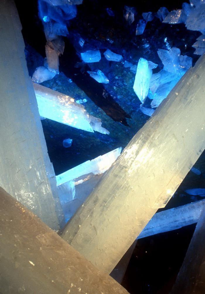 Знайдена печера з величезними кристалами (5)