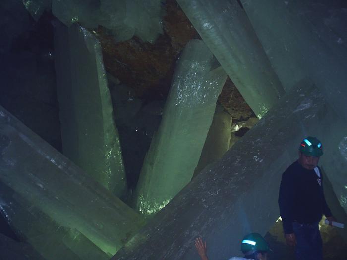 Знайдена печера з величезними кристалами (4)
