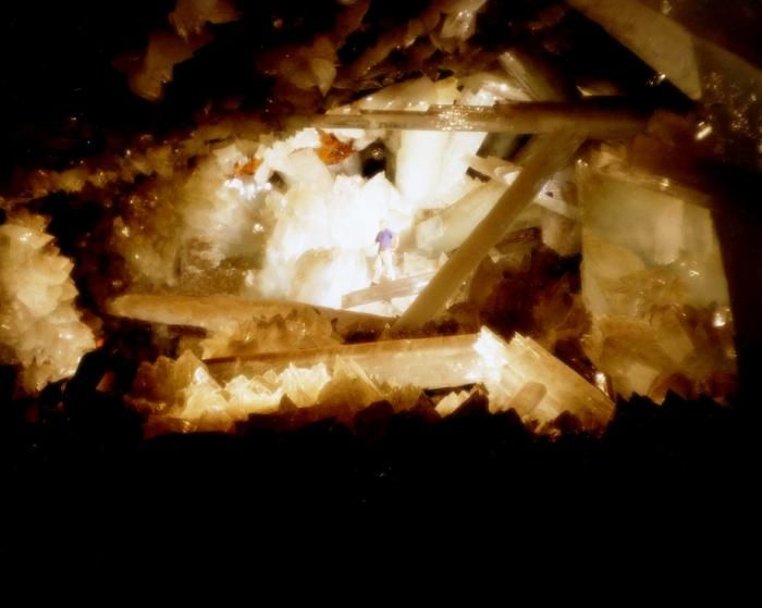 Знайдена печера з величезними кристалами (3)