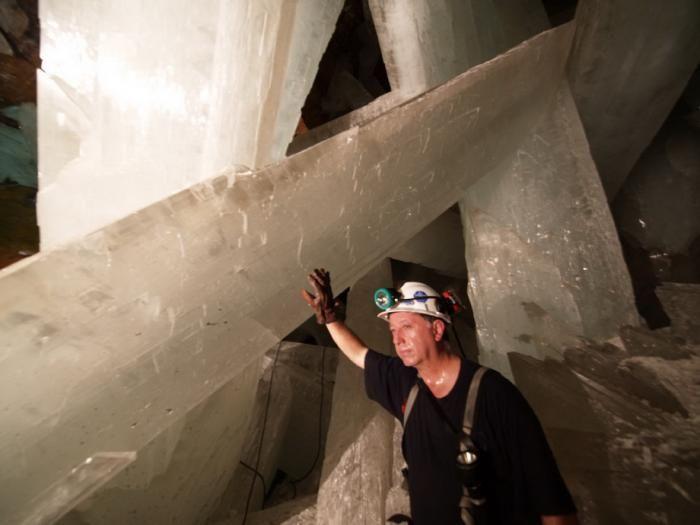 Знайдена печера з величезними кристалами (1)
