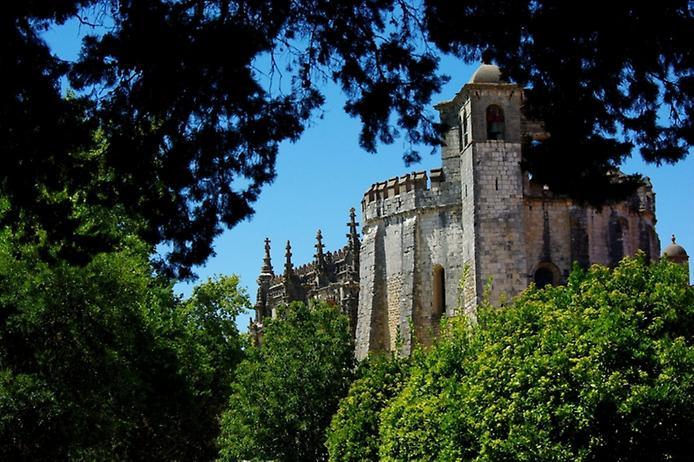Красива фортеця Конвенту-де-Крішту - головна обитель португальських тамплієрів (14)