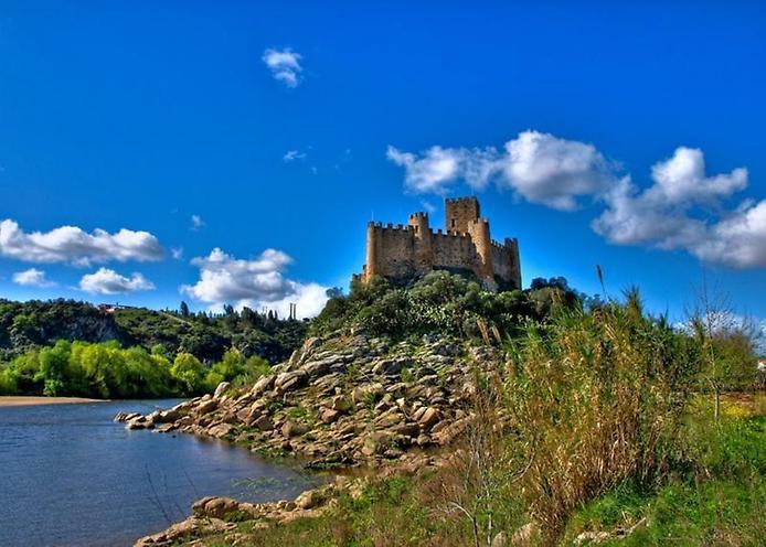 Красива фортеця Конвенту-де-Крішту - головна обитель португальських тамплієрів (11)