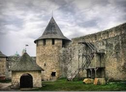 Хотинська фортеця - один з найдавніших і найвеличніших замків України (Саме тут знімали сцену страти у відомому фільмі Тарас Бульба)