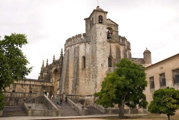 Красива фортеця Конвенту-де-Крішту - головна обитель португальських тамплієрів (7)