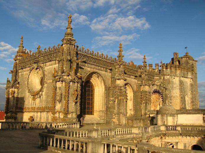 Красива фортеця Конвенту-де-Крішту - головна обитель португальських тамплієрів (6)