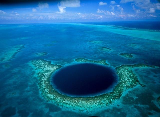 Велика блакитна дірка в океані: Підводна печера неподалік Белізу (5)
