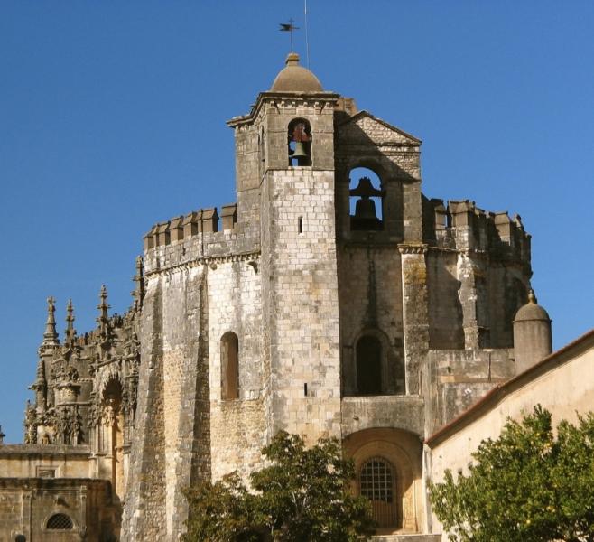 Красива фортеця Конвенту-де-Крішту - головна обитель португальських тамплієрів (5)