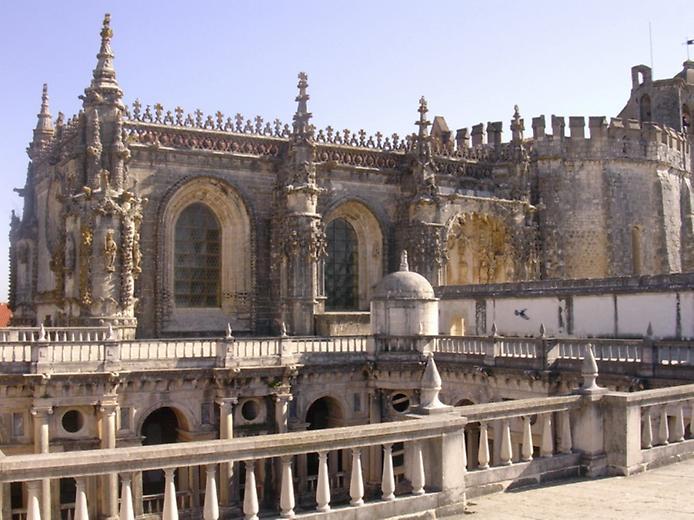 Красива фортеця Конвенту-де-Крішту - головна обитель португальських тамплієрів (4)