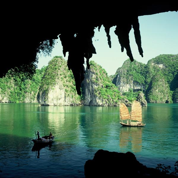 Одне з найкрасивіших місць на В'єтнамському узбережжі - бухта Бухта Ха Лонг (6)