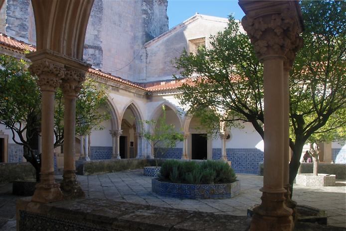 Красива фортеця Конвенту-де-Крішту - головна обитель португальських тамплієрів (2)