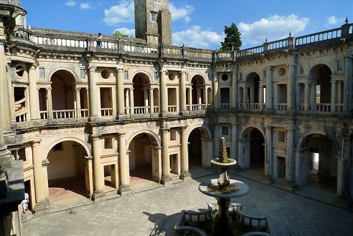 Красива фортеця Конвенту-де-Крішту - головна обитель португальських тамплієрів (1)