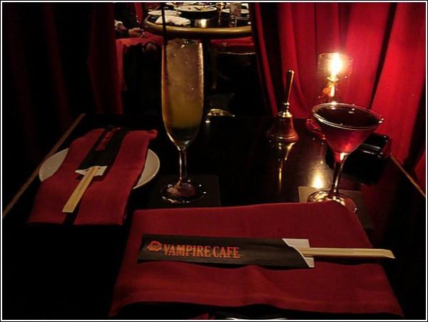 Чи є вампіри в Японії? Незвичайне кафе в Токіо (4)