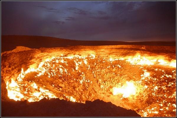 Ворота пекла: газовий кратер Дарваза в Туркменістані (2)
