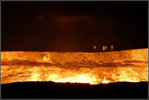 Ворота пекла: газовий кратер Дарваза в Туркменістані (1)