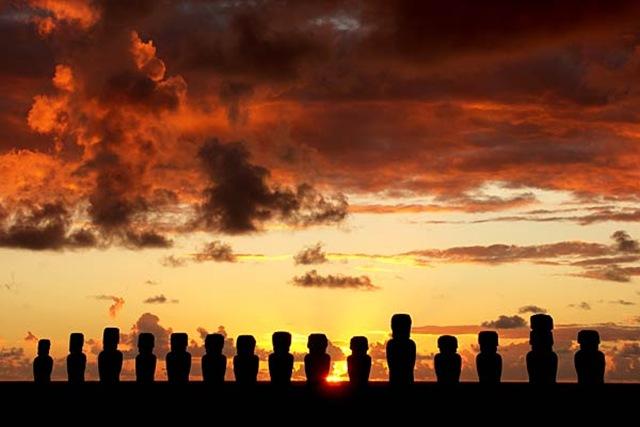 Острів Пасхи і загадкові кам'яні статуї Моаї (1)