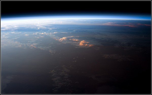 Фотоподорож навколо Сонця і Землі в космосі. Знімок Південної Америки, зроблений 12 квітня 2011