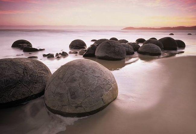 Загадкові валуни Моеракі, ідеально круглі камені невідомого походження