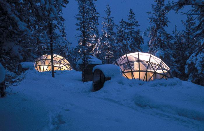 Унікальний готель у Лапландії зі скляними іглу для незабутнього відпочинку (4)