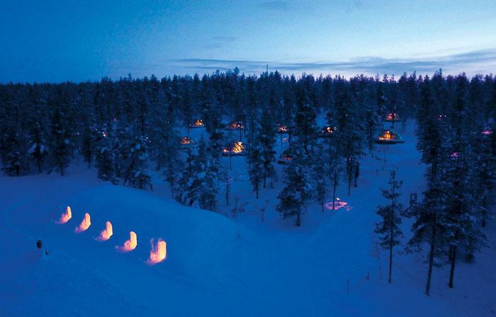 Унікальний готель у Лапландії зі скляними іглу для незабутнього відпочинку (5)