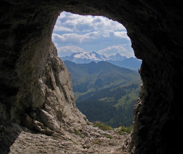 Доломітові Альпи - дивовижної краси 150-кілометровий гірський масив в Східних Альпах. Скарб Італії (19)