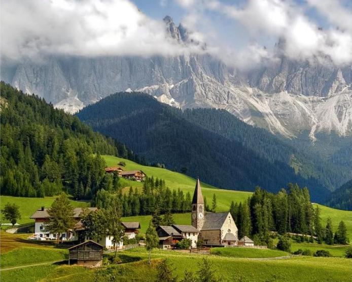 Доломітові Альпи - дивовижної краси 150-кілометровий гірський масив в Східних Альпах. Скарб Італії (12)