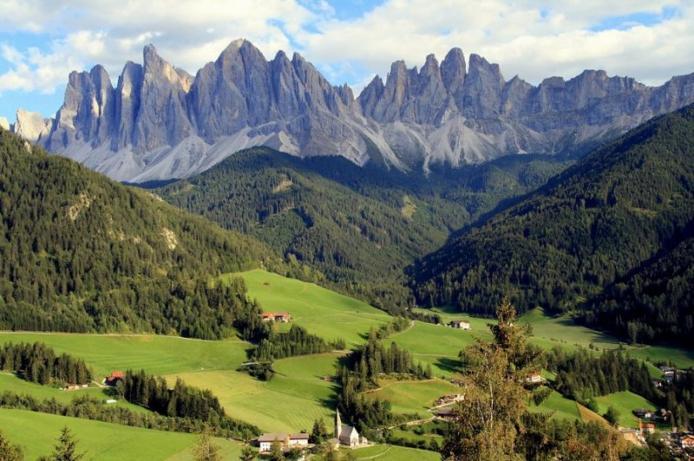 Доломітові Альпи - дивовижної краси 150-кілометровий гірський масив в Східних Альпах. Скарб Італії (11)