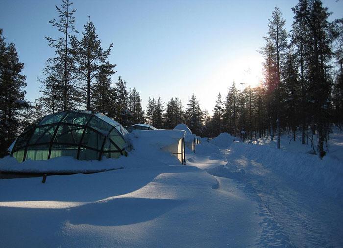 Унікальний готель у Лапландії зі скляними іглу для незабутнього відпочинку (8)