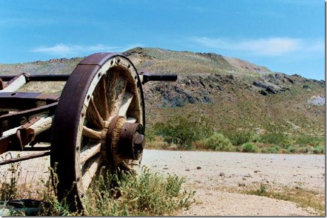 Парк Долина Смерті та камінці що самі пересуваються по ній (21)