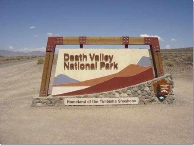 Парк Долина Смерті та камінці що самі пересуваються по ній (1)