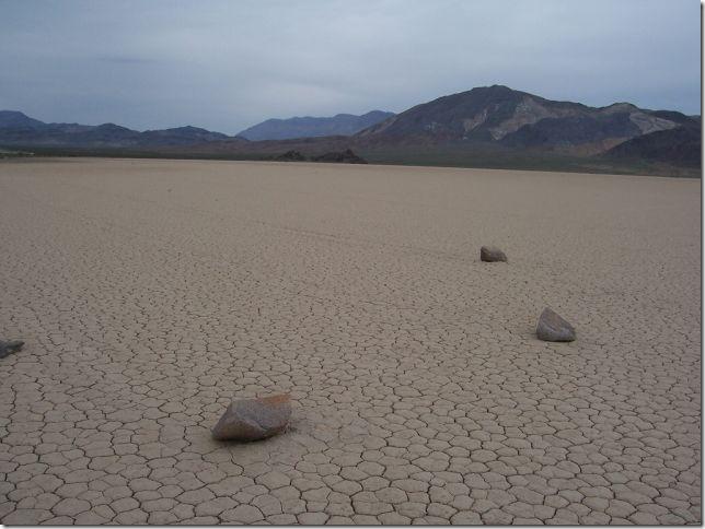 Парк Долина Смерті та камінці що самі пересуваються по ній (19)