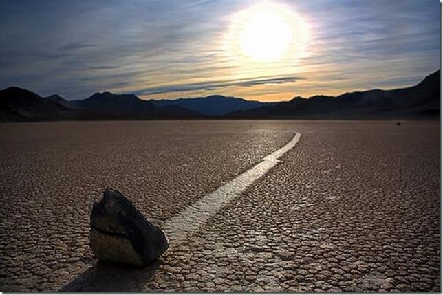 Парк Долина Смерті та камінці що самі пересуваються по ній (16)