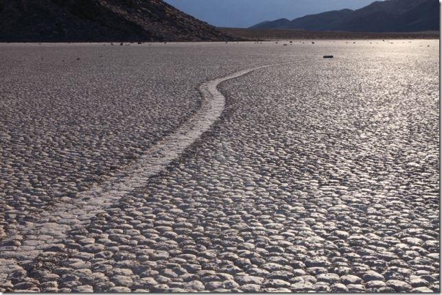 Парк Долина Смерті та камінці що самі пересуваються по ній (11)