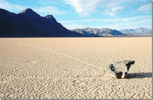Парк Долина Смерті та камінці що самі пересуваються по ній (8)