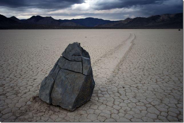 Парк Долина Смерті та камінці що самі пересуваються по ній (14)