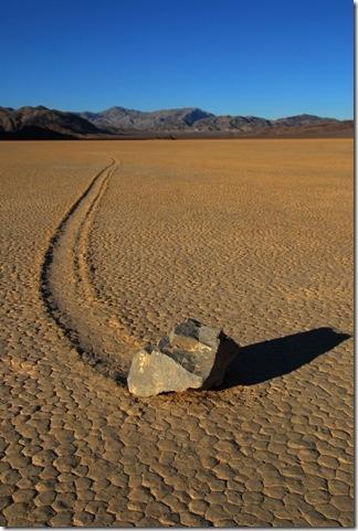 Парк Долина Смерті та камінці що самі пересуваються по ній (13)