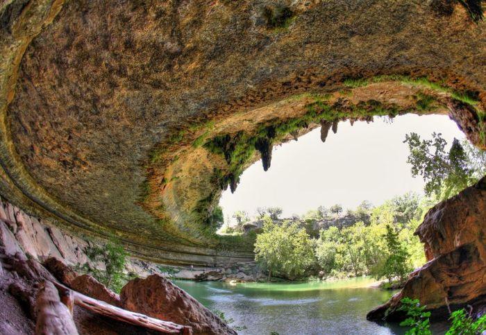Фантастичної краси водоспад та озеро Гамільтона — Hamilton Pool (9)