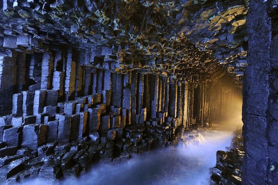 Унікальна печера Фінгала із базальтових колон на острові Стаффа (1)