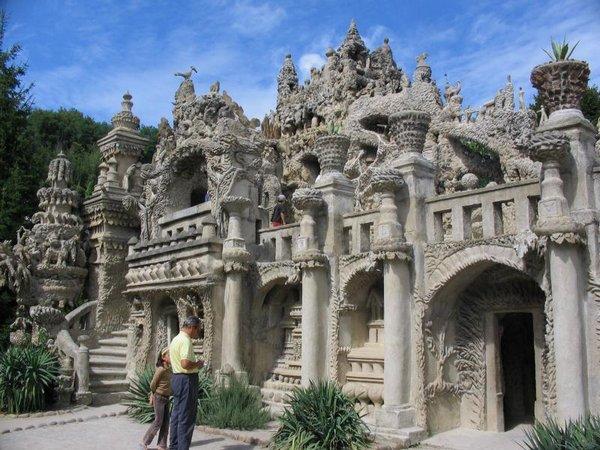 Неймовірний ідеальний замок (Palais idéal), побудований однією людиною за 33 роки (13)