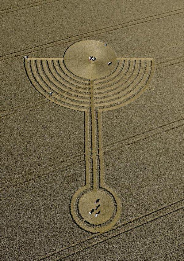 Незабаром після лику Ісуса англійською поле відбився Святий Грааль - серпень 2010 року.